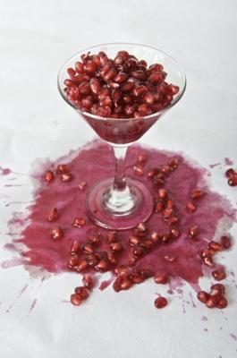 Prevent Pomegranate Stains By Cutting The Fruit This Way - Video